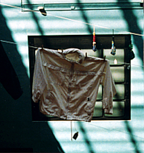 """""""Kvarglömda Effekter"""" installation, Biopalatset / Sandrews, Göteborg, 1999"""